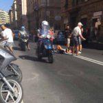 Scivola con lo scooter in via Torti, traffico in titl