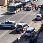 Auto contro due fermate del bus a Marsiglia, un morto