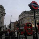 Londra, fiamme nella stazione di Oxford Circus: passeggeri in fuga