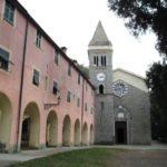 Monterosso, tragedia al santuario di Soviore. Turista precipita da un muraglione e muore