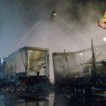 Genova – Nuovo incendio a Ponte Somalia, bruciano tre rimorchi posteggiati
