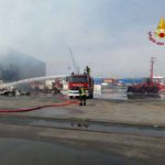 Incendio a Ponte Somalia, ancora in corso le operazioni dei Vigili del Fuoco