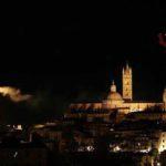 Fiamme sulla Torre del Mangia a Siena. Nessun danno strutturale