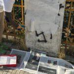 """Genova Castelletto, disegnate svastiche sulla terrazza """"Andrea Corrado"""". Ripulite dai cittadini – FOTO"""