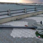 Arenzano – Ancora un palo dell'illuminazione che cade a terra