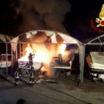 Lerici – Incendio distrugge due yacht in rimessaggio a Senato