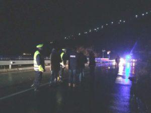 Maltempo a Genova - Cedimento dell'asfalto sull'Aurelia a Vesima, viabilità ripristinata in serata