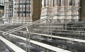 Cattedrale di San Lorenzo, rimosse le ringhiere in metallo