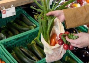 Genova - Controlli nei negozi di frutta e verdura di Sampierdarena, Cornigliano e Certosa, molte irregolarità