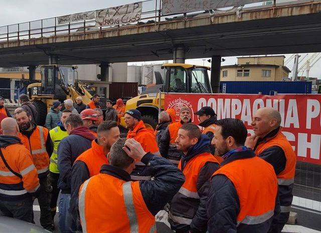 Genova - Traffico nel caos per i blocchi in Porto, domani si replica