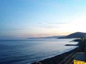 Arenzano, si masturba in mare davanti ai bambini: fermato dai Carabinieri