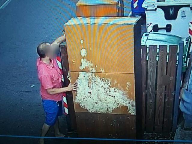 Voltri - Telecamere per identificare e punire chi abbandona i rifiuti ingombranti