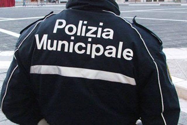 Scippa un'anziana di 84 anni e fugge, arrestato in piazza Dante