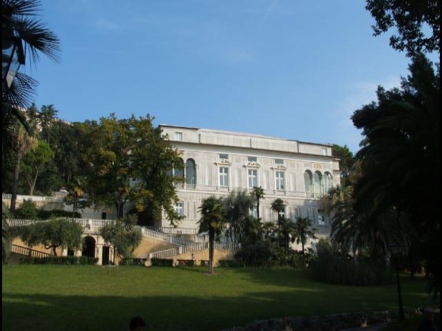 Villa Imperiale, controlli in borghese sui cani