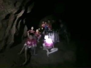 Thailandia, usciti i primi due ragazzini: proseguono i soccorsi