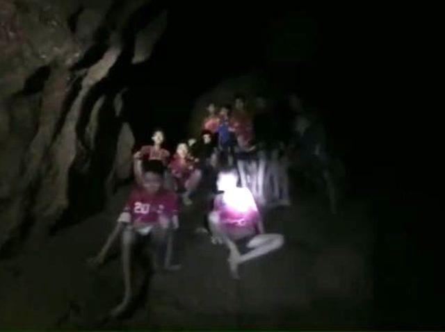 Thailandia - Ripresi i soccorsi dei ragazzi intrappolati - VIDEO