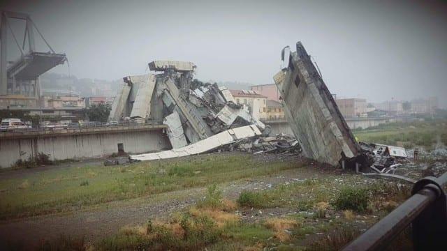 Crollo ponte Morandi, Tir diretti al VTE sulla A26 e quelli per il Porto sulla A7