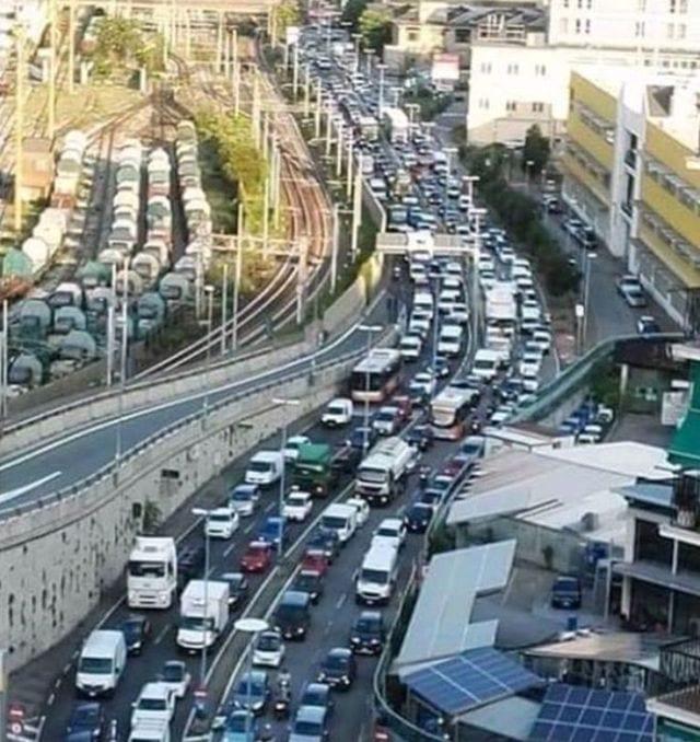 Genova, traffico in tilt per la pioggia a Ponente