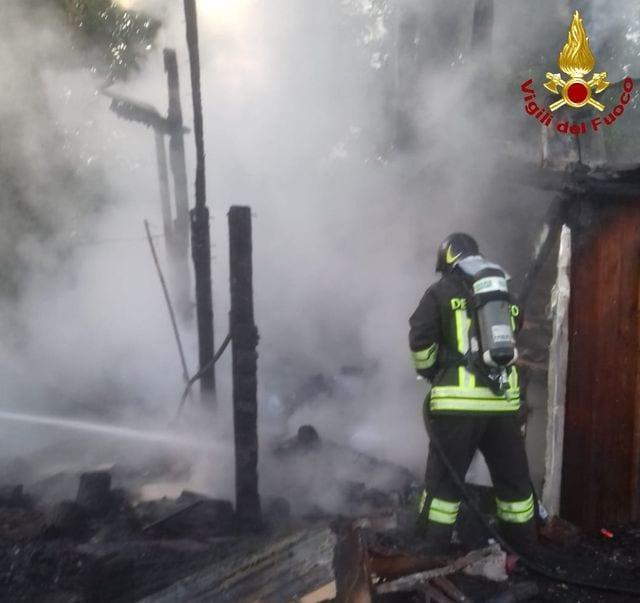 La Spezia - Incendio in una palazzina abbandonata di Fossamastra