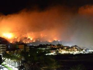 Incendio a Cogoleto, chiusa A10 tra Arenzano e Varazze