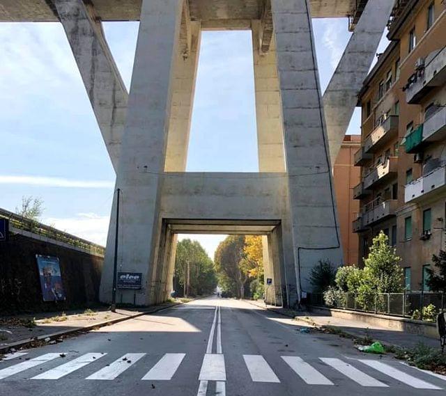 Via Fillak ancora chiusa per le prove di carico sul ponte Morandi
