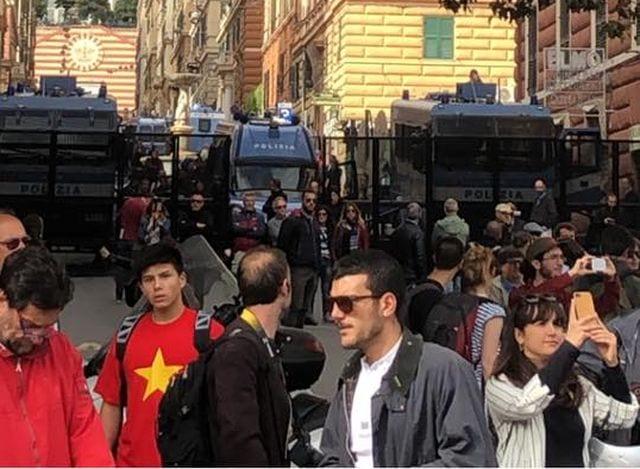 Genova - Scontri per il comizio di Casa Pound, altri 22 denunciati, tra loro portuali e tifosi