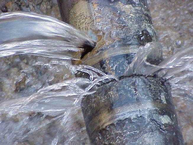 tubo acqua perdita