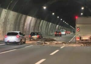 crollo galleria Autostrada A26