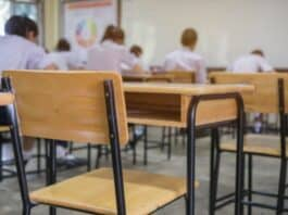 scuola banchi studenti