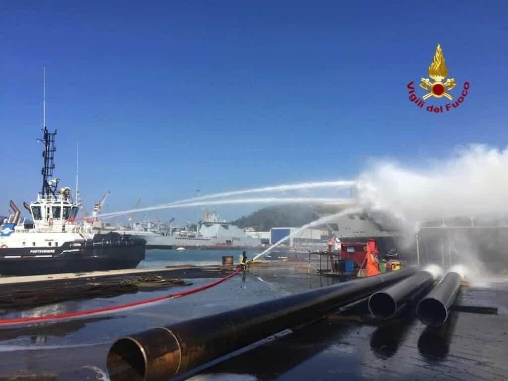 incendio barca la spezia