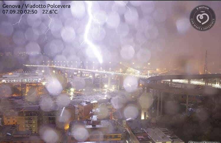 fulmine ponte Genova