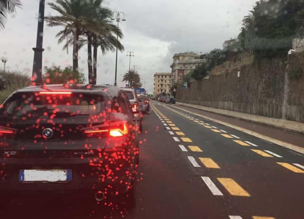 corso Italia pista ciclabile pioggia