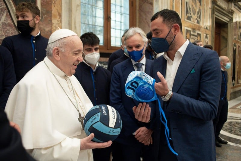 Papa Francesco calottina Pro Recco Felugo