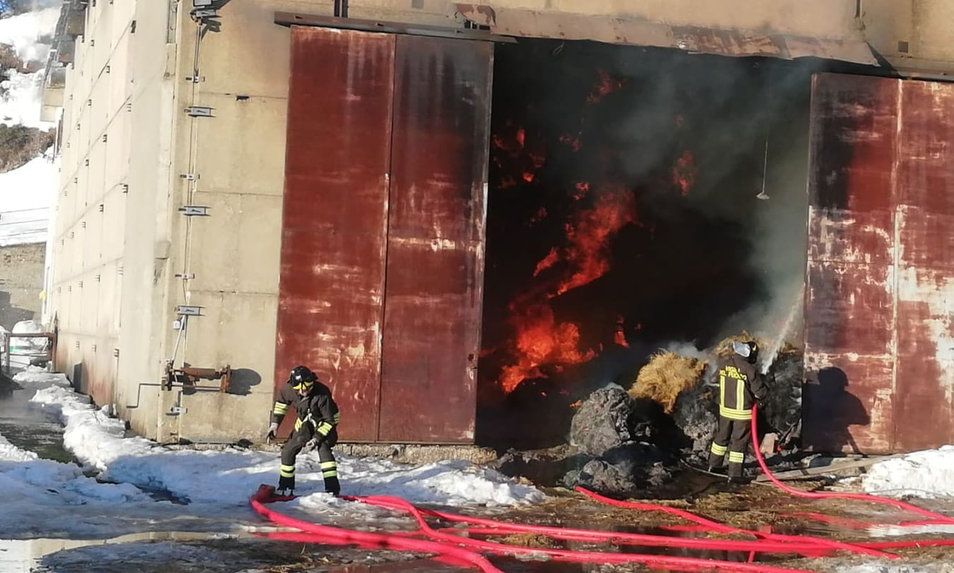 incendio propata vigili del fuoco