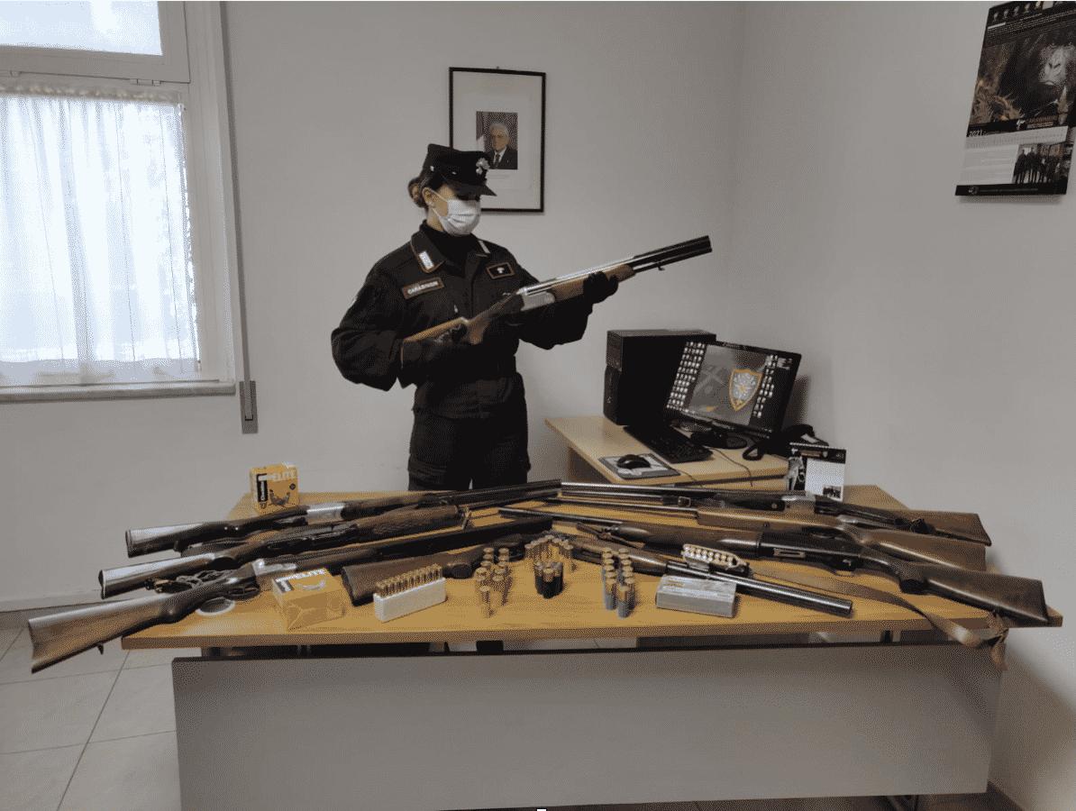 Carabinieri forestale fucili