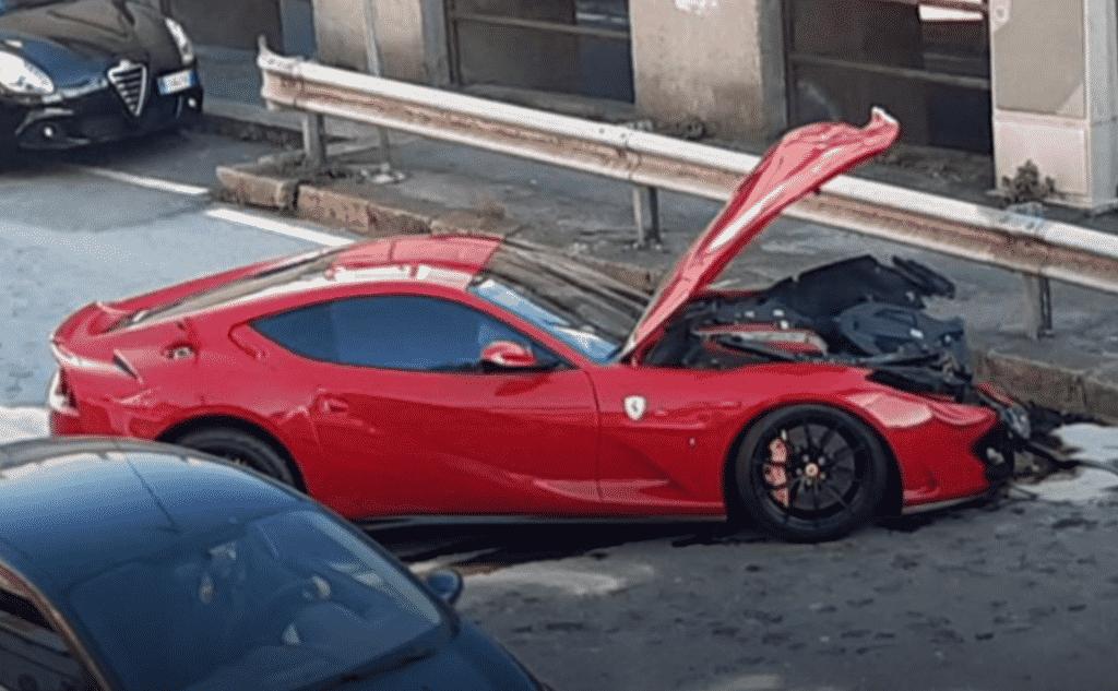 Ferrari Marchetti distrutta