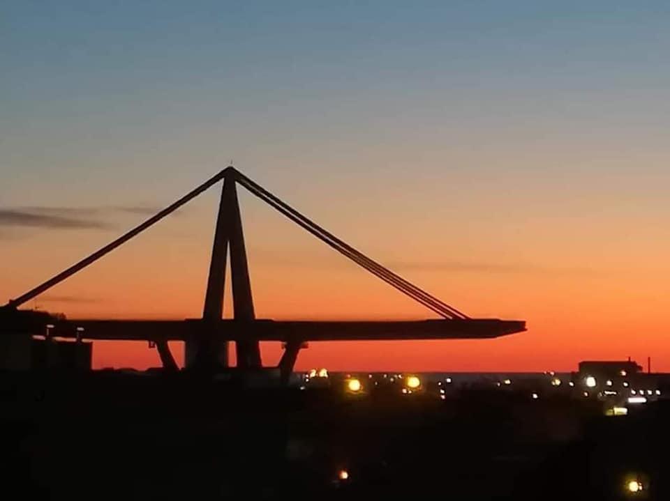 ponte morandi tramonto