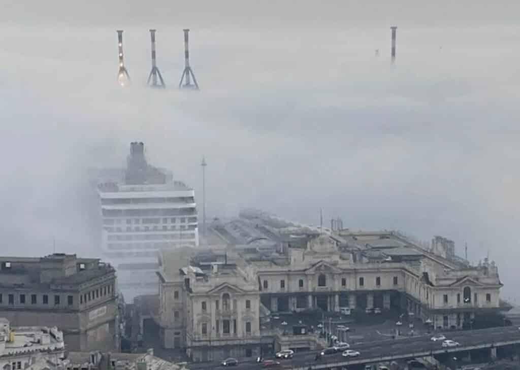 caligo Genova nebbia porto