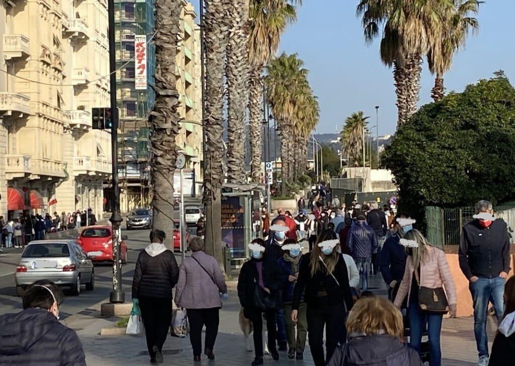 folla passeggiata Pegli