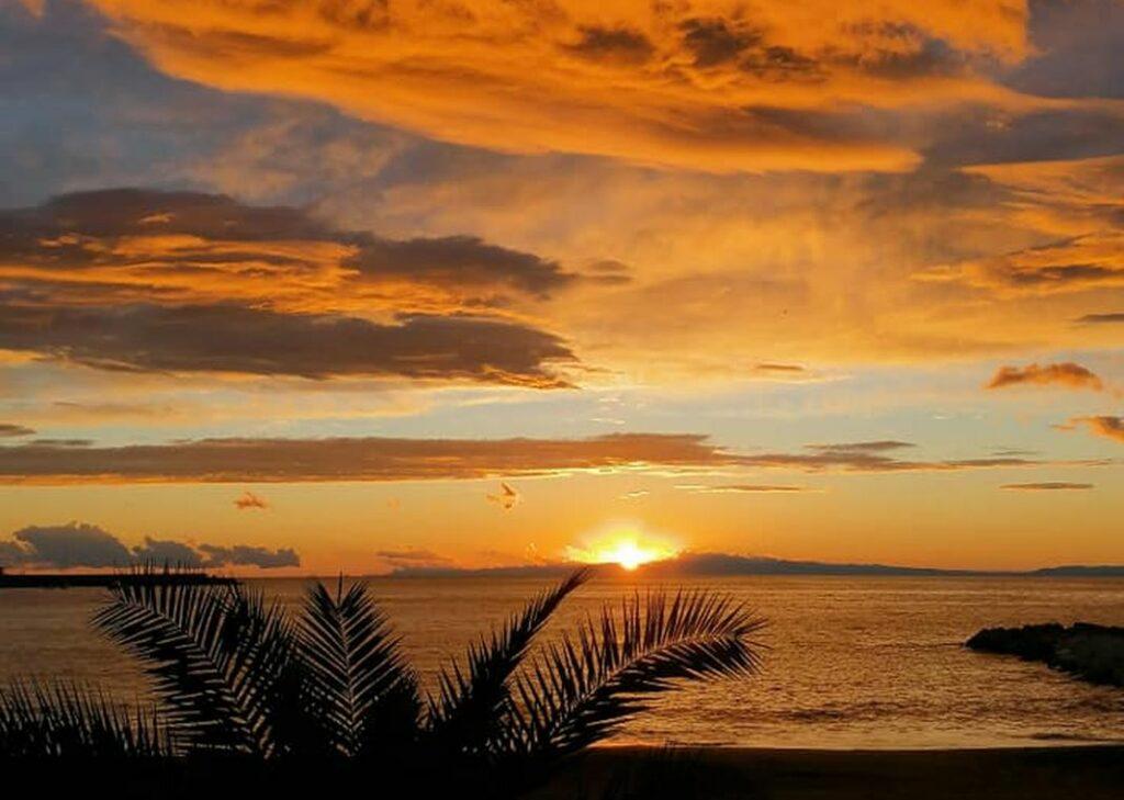 tramonto nuvole genova